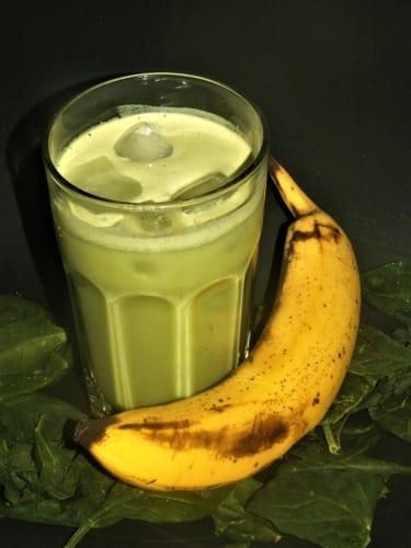 Banánový matcha koktejl