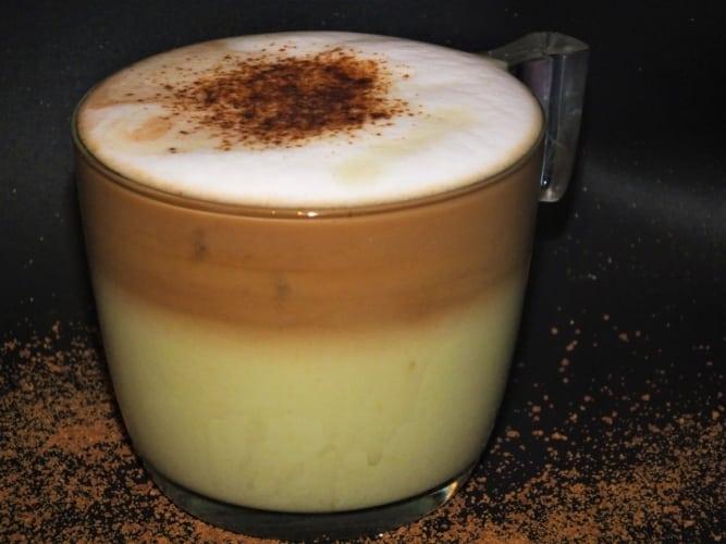 Energizující matcha laté s kávou