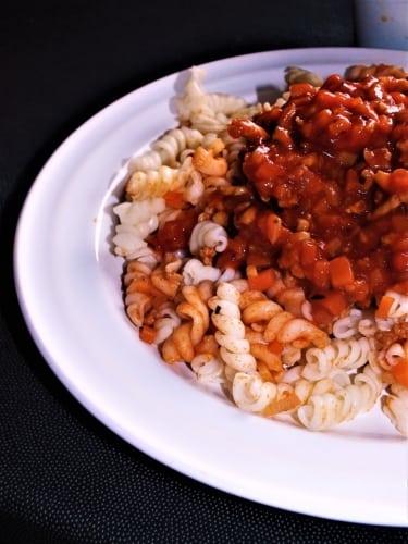 Těstoviny s rajčatovou omáčkou a mletým masem