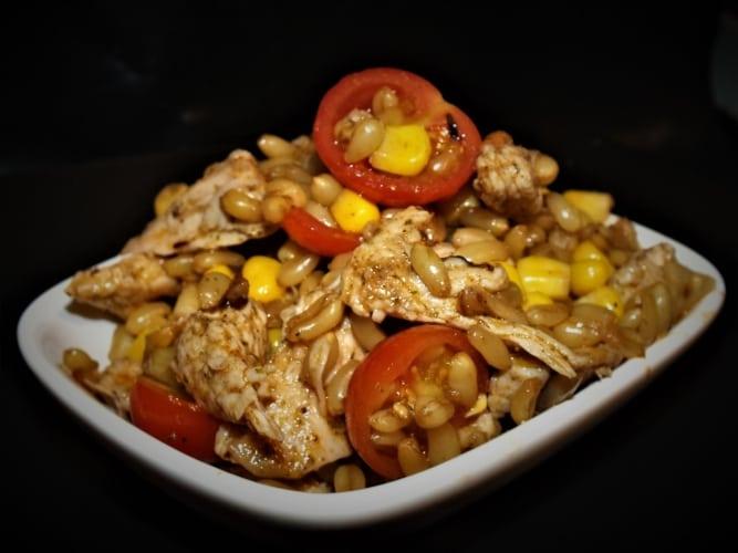 Kamutový salát s kuřecím masem