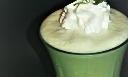Matcha zmrzlinový koktejl