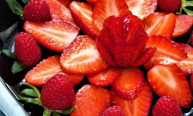 Letní salát z malin a jahod