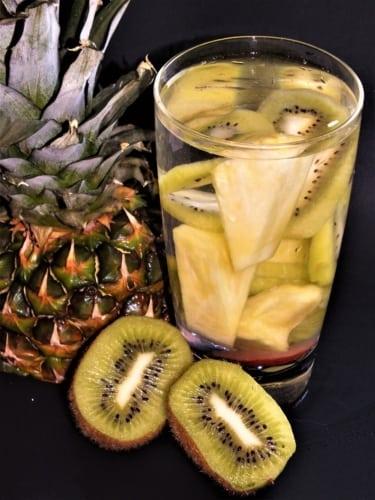 Ovocná voda: ananas a kiwi