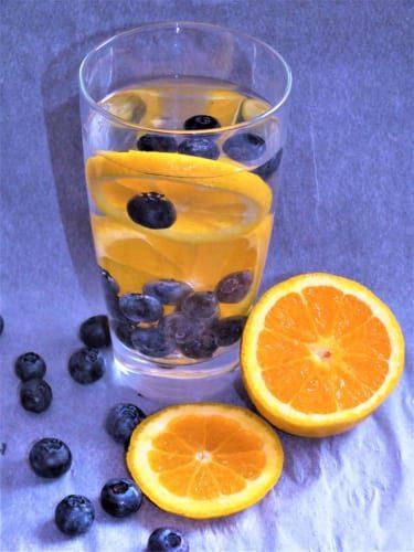 Ovocná voda: borůvka a pomeranč