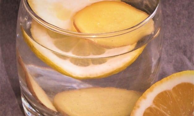Ovocná voda: citrón a zázvor