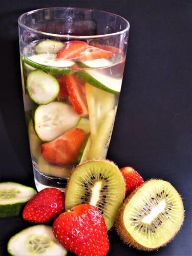Ovocná voda: jahoda, kiwi a okurka