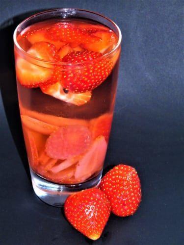 Ovocná voda: jahodová