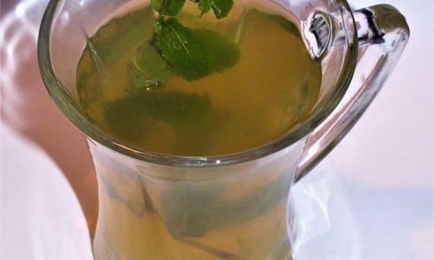Meduňkový čaj z doma vypěstované meduňky