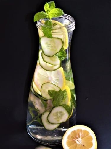 Ovocná voda: okurka, máta a citrón