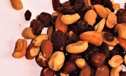 Směs ořechů a rozinek (raw)