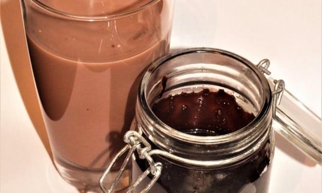 Tekuté kakao do mléka slazené třtinovým cukrem