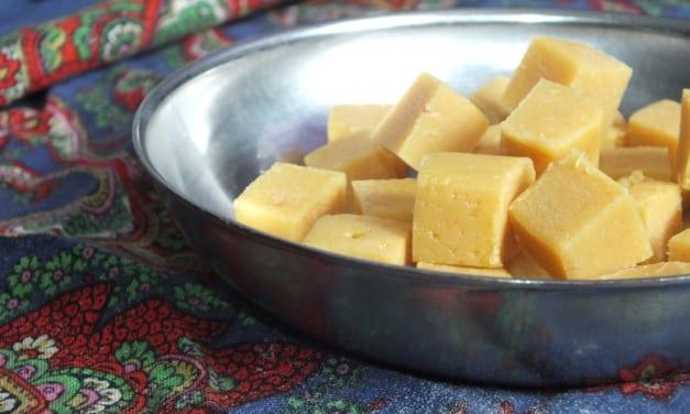 Barfi (indická sladkost z kondenzovaného mléka)