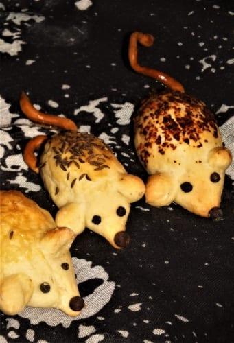 Haloweenské myšky z kynutého těsta