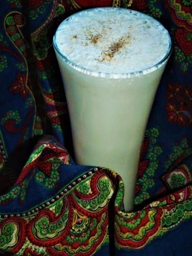 Jogurtové lassí s kardamomem (indický osvěžující nápoj)