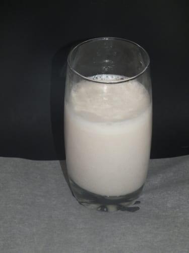 Jogurtový nápoj s lískovými ořechy