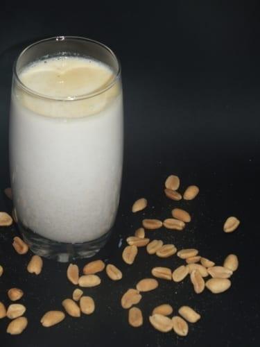 Mléko s arašídovým máslem (pro vegany)
