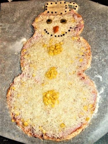 Vánoční pizza sněhulák