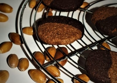 Dvoubarevné sušenky ze žaludové mouky