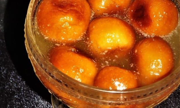 Gulab Jamun (indický dezert)