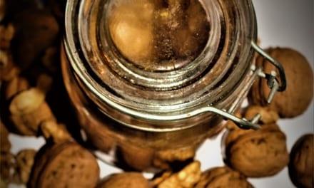 Medové máslo z vlašských ořechů