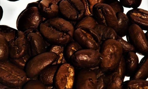 Vlasová péče z použitého kávového lógru
