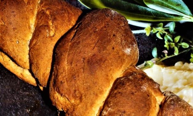 Zamotaný špaldový chléb z celozrnné mouky