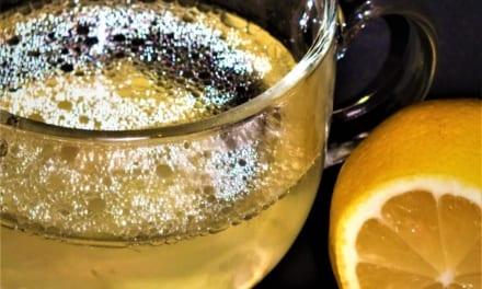 Chřipkový čaj: zázvor, med, citrón a kokosový olej
