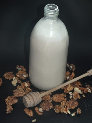 Medové mléko z vlašských ořechů
