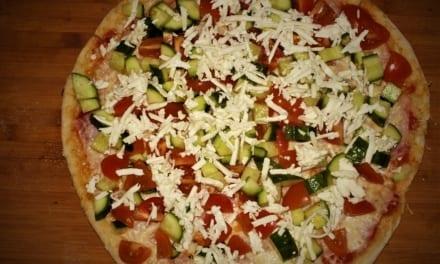 Pizza se šopským salátem (vzpomínka na mé dětství)