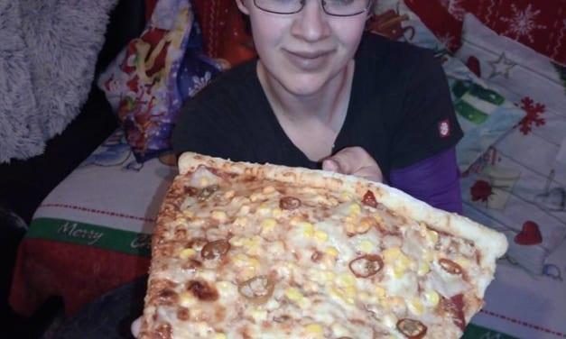 Obří kousek pizzy