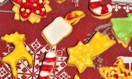 Linecké sušenky zdobené bílkovou polevou