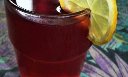 Ledový brusinkový čaj