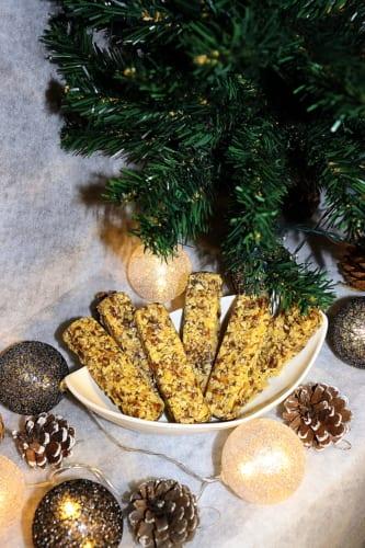 Tyčinky z datlí a arašídů