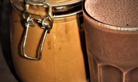 Čokoládové smoothie s arašídovým máslem (veganské)
