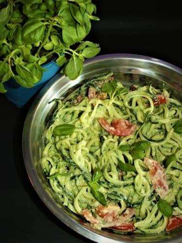 Raw špagety s bazalkovou omáčkou