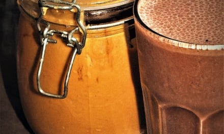 Čokoládové smoothie s arašídovým máslem (bez laktózy)