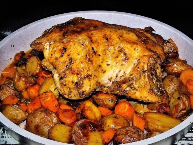 Kuře pečené s brambory, zeleninou a rozmarýnem (bez laktózy)
