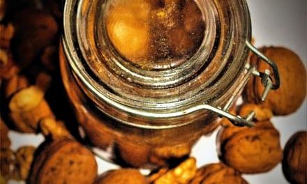 Raw máslo z vlašských ořechů
