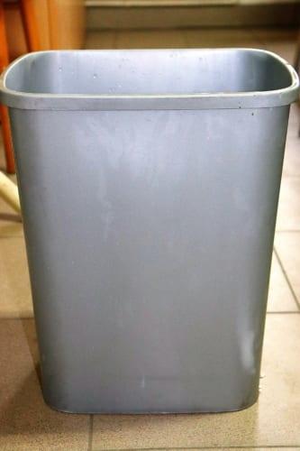 Jak umýt odpadkový koš, aby vypadal jako nový?