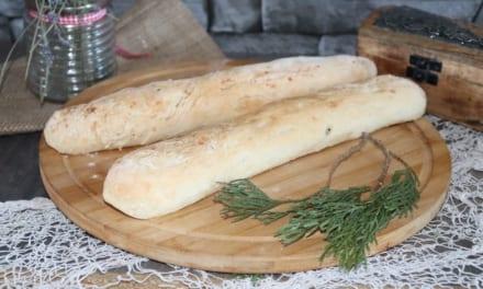 Bageta s česnekovým máslem a sýrem
