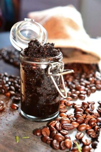 Tělový peeling z kávového lógru