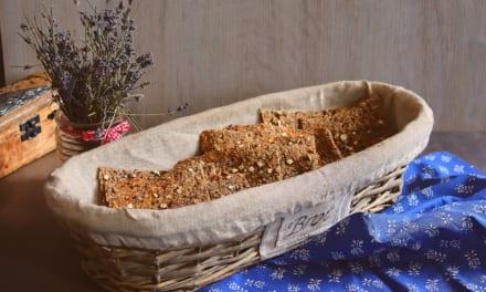 Celozrnný chléb se semínky a ovesnými vločkami (bez droždí)