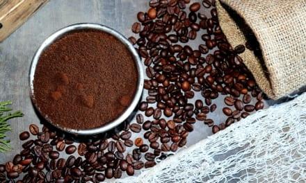 Kávový lógr: Skrytý poklad pro vaše tělo, vlasy i zahradu