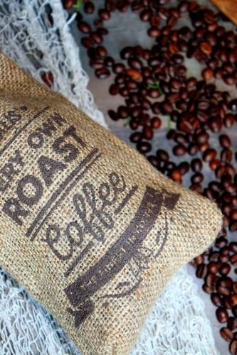 Peeling na rty z kávového lógru