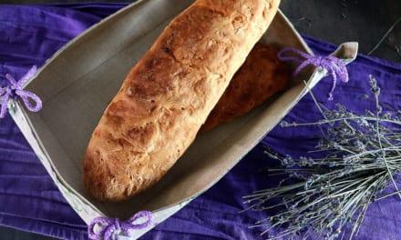 Bageta s česnekovým máslem (z domácí bagety)