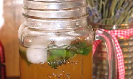 Ledový zelený čaj s ovocem soursop a moringou