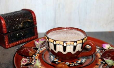 Indické mléko s datlemi a mandlemi