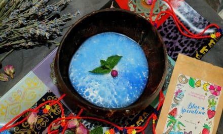 Tapioka puding s modrou spirulinou