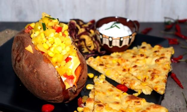 Pečené batáty se salátem a kukuřičnou omeletou
