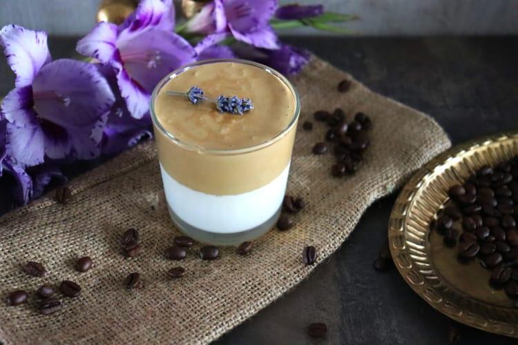 Dalgona káva bez kofeinu (z Caro nápoje)